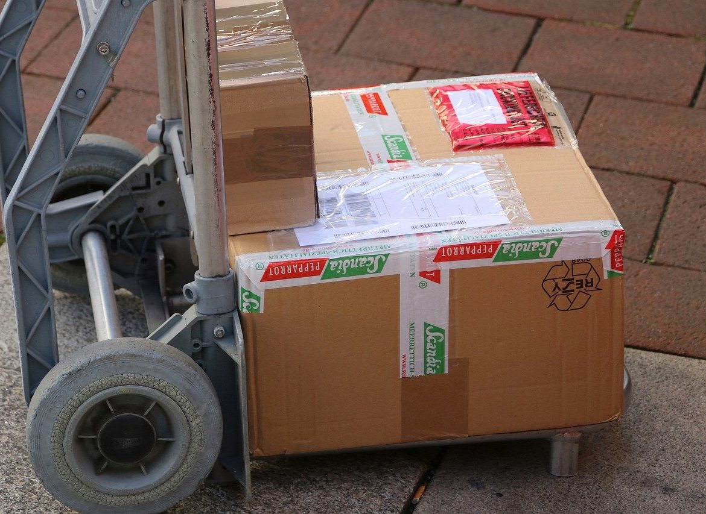 Szybka i tania wysyłka paczek